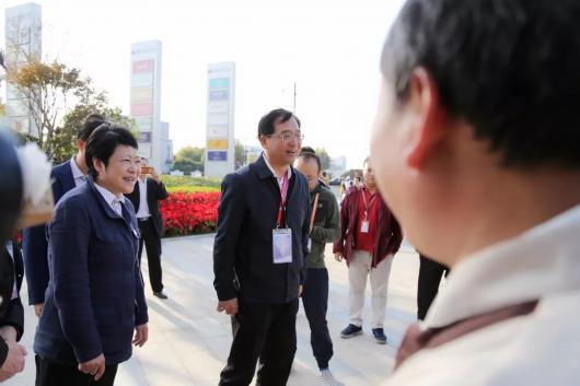 杨小菁来到蟠秀路徐民东路P1停车场北侧的民兵备勤点
